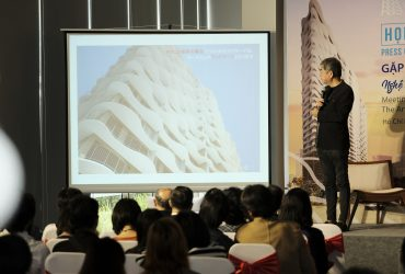"Press conference: ""Meeting with Kengo Kuma architect – the artist create Waterina Suites mark"""